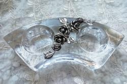 Ezüstözött rózsa rátétes üveg mécsestartó