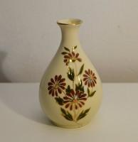 Zsolnay kis váza virágokkal