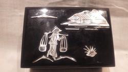 Kínai lakkfa ékszertartó doboz gyöngyhát díszítéssel szép állapotban