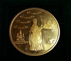 Mindszenty József  emlékérme. Berán. Aranyozott bronz, 42,5 mm , 27 g.