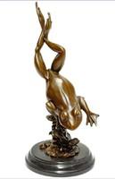 Dekoratív ugró béka - bronz szobrok