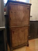 Antik kétajtós szekrény
