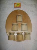 Retro fa kupicák fali tartóban - akár fűszertartónak