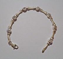 17 cm. hosszú 7 csiszolt köves ezüst karlánc