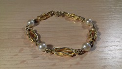 Gyöngyökkel díszített arany színű bizsu karkötő 078