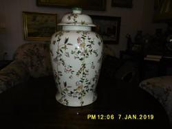 Kaiser fedeles váza.