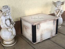 Provence bútor, antikolt utazó láda 3.