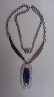 Retro Szép állapotú ezüstözött nyakék a medálban hosszú kék foglat kővel