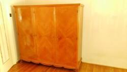 3 ajtós, cseresznyefurnéros szekrény
