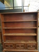 Koloniál könyves szekrény