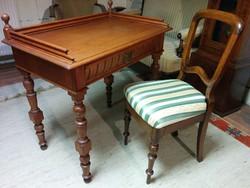 Antik íróasztal székkel