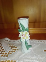 Kêzzel készített mini virágváza.