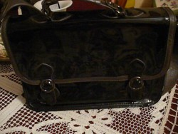 NICA nagyobb női fekete lakk táska