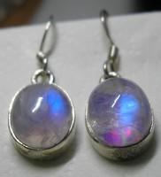 925 ezüst fülbevaló holdkővel,pinkes alapszínű a holdkő, feényjátéka kék