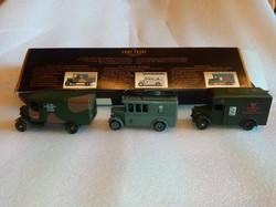 Különleges kiadású 3 db angol fém modell kisautó eredeti dobozában. Az autók hibátlanok,
