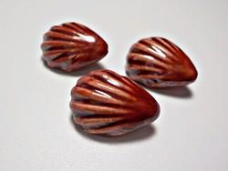 3 db. kerámiából készült kagyló formájú gomb.