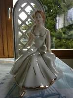 Crown Regal gyönyörű kecses porcelán rózsás hölgy a lugas előtt