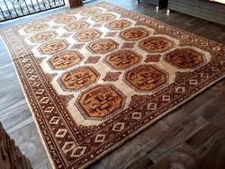 Gyönyörű nagyméretű perzsa szőnyeg 250x350-cm