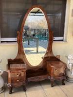 Antik bútor, felújított Barokk fésülködő, pipere asztal.
