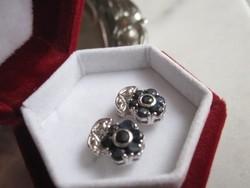 Szecessziós kisvirágos sötét zafír ezüst fülbevaló - fehérarany