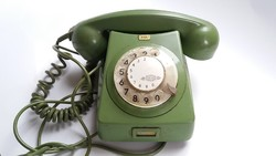 Retro telefonkészülék régi zöld tárcsás telefon 1978