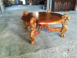 Faragott barokk dohányzóasztal