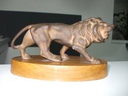 Öntöttvas oroszlán szobor