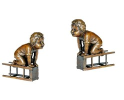 Széken mászó kisfiú - bronz szobor