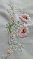 Pamut asztalterítő, pasztell színekkel hímezve