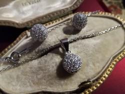 Ezüst pavé foglalt fülbevaló és medál szett foglalt cirkóniákkal, láncával