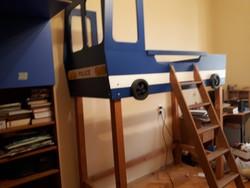 Egyedi készítésű gyermek emeletes ágy