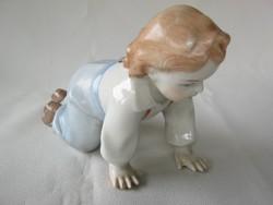 Zsolnay porcelán mászó gyerek