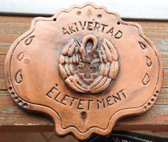 AKI VÉRT AD, ÉLETET MENT - kerámia falikép - főorvos hagyatékából