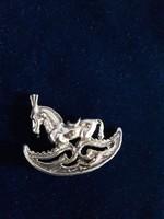 Csodás ezüst hintaló miniatűr