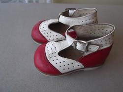 Kislány bőrcipő eladó! 40 éves