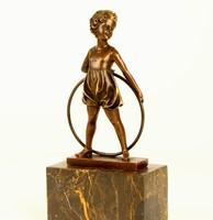 Kislány hullahopp karikával bronz szobor