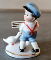 Régi Wagner & Apel porcelán pisilő kisfiú libával