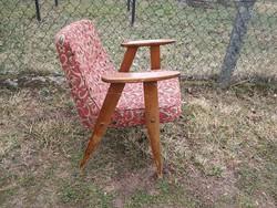 Retro fotel szép formájú kicsi könnyű fotel keményfa vázon