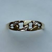 Jelölt arany gyűrű 3 apró gyémánttal (0.002 CT)