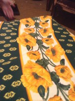 Vidám virágmintás asztalterítő 170x170