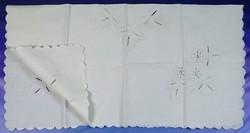0V718 Keményített vászon terítő 110 x 110 cm