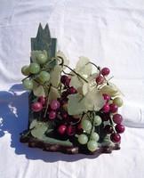 Jade kövekből szőlő fürtök és levelek, dísztárgy
