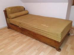 Barokk stílusú ágy
