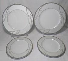 FYRKLÖVERN FIRKLOVEREN APILANLEHTI Royal Dream vitrinállapotú két szett lapos tányér és sütis tányér