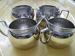 4 db jelzett alpakka, ezüstözött tartóban vékony poharak