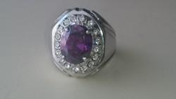 Ezüst gyűrű lila színű kővel és cirkonkövekkel diszitve 925