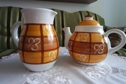 Kerámia teás kanna / tejes kancsó (fehér, barna és okker, kockás, levél mintás, hódmezővásárhelyi)