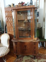 Eladó antik, intarziás vitrin korának megfelelő állapotban, ép üveggel