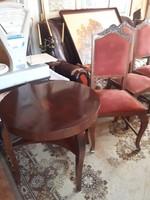 Hajlított lábú asztal 4db székkel.