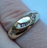 Jelzett tömör arany gyűrű - apró kövekkel